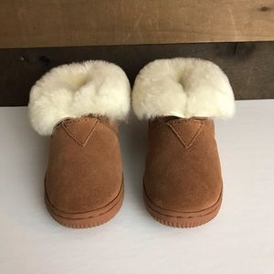 Cloud nine sheepskin toddler slippers size 6/7